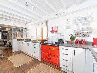 Curlew Cottage – Sleeps 4 – Garden – Dog Friendly