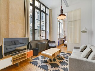 A Trendy 2-BR loft in a Central Location with Parking