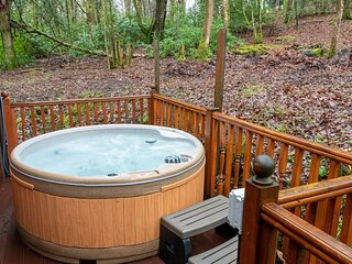 Woodland Retreat - Relax with the family in the established natural woodland.