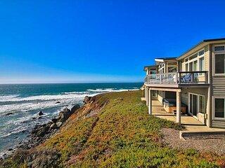Sea Glass A Stunning Bluff Home,Walk to Beach! Hot Tub!Walk to Beach!