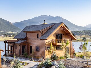 Lake Estes Oasis - Indoor/Outdoor fireplace and Jacuzzi