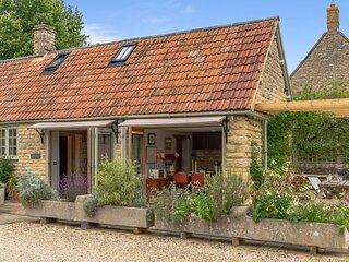 Little Coach House, Stanton St John - sleeps 4 guests  in 2 bedrooms