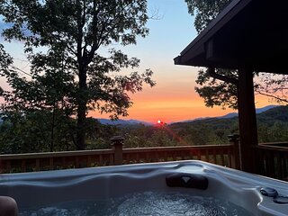 Sunset Vista - Secluded, Ridgetop Cabin with Breathtaking Mountain Views - Minut