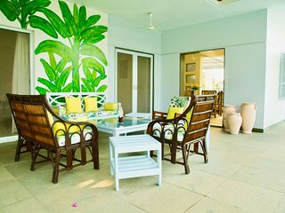Whispering Palms, 3 Bed, Pool, Lawns & Wifi
