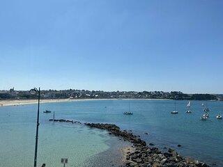 A ERQUY, à proximité du port, en bordure de la plage du centre