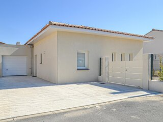 Awesome home in Roujan with Outdoor swimming pool, WiFi and 4 Bedrooms (FLH515)