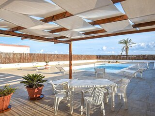 Nice home in Portopalo di Capo Pass with Outdoor swimming pool and 4 Bedrooms (I