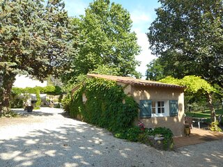 Lovely small independant house in a private parc