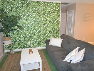 Comfy Home, King Bed, 15 mins from airport and downtown Atlanta, Free parking