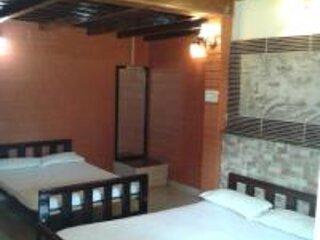 TripThrill Jungle Mount Adventures Couple room, alquiler de vacaciones en Bhagamandala