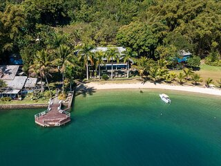 Ang049 - Beautiful house on an island in Angra dos Reis