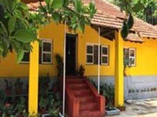 TripThrill Hasiru Homestay Deluxe rooms, holiday rental in Hanbal