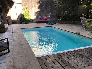 LA Chambre 311 climatisee avec piscine chauffee hyper centre