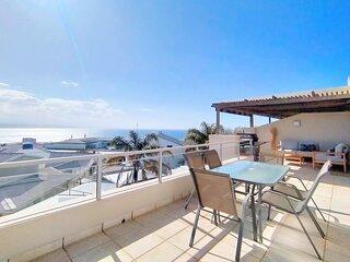 Ursula's Upmarket Apartment | Panoramic Views + Large Patio | Braai, WIFI