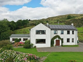 GHYLL BANK HOUSE, pet friendly, country holiday cottage, with a garden in