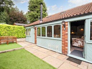 GREENRIGGS, romantic cottage, hot tub, gazebo in garden, pet-friendly, WiFi