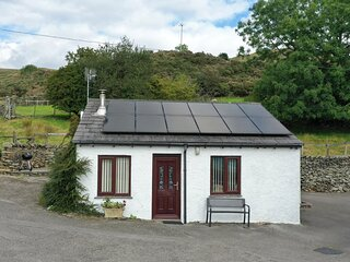 GHYLL BANK BUNGALOW, pet friendly, country holiday cottage, in Staveley, Ref