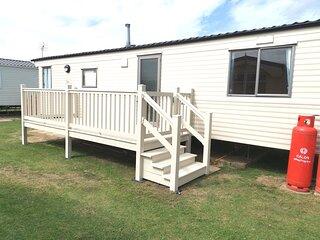 Lovely 6 berth caravan at Heacham Beach Holiday Park in Norfolk ref 21065G