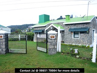 Cheerful villa with 2BR/3BA and a great view!