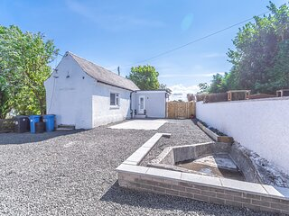 Lovely 1-Bed Cottage in Kelty with hottub