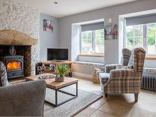 Hillside Cottage, Tetbury - sleeps 5 guests  in 3 bedrooms