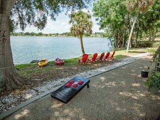 Lake Silver Retreat III * Lakeviews~Legoland~Foosball & Kayaks ~ Family Fun
