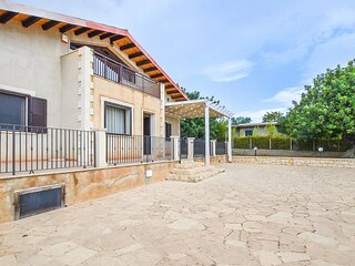 Stunning home in Scicli with WiFi and 5 Bedrooms (ISR419)