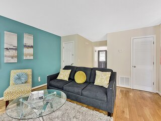 ⭐ PHOTOGRAPHY THEMED TOWNHOME⭐ 10mins from KSU