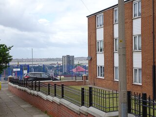 Lovely 2-Bed Apartment in Liverpool