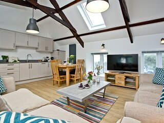 The Barn, 21 At The Beach - A beautifully restored barn that's set  just metres