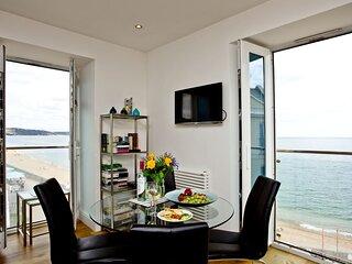 14 At The Beach - Beautiful dual aspect windows highlight the wonderful views fr