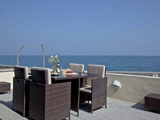 3 At The Beach - A modern beachside apartment with panoramic sea views
