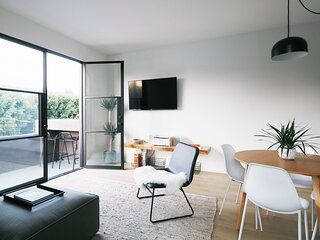 Lovely + Newly Renovated Apt In The Heart of LA | Hollywood Silver Lake