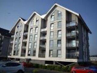 Remarkable 1-Bed Apartment in Swansea near Liberty, casa vacanza a Llansamlet