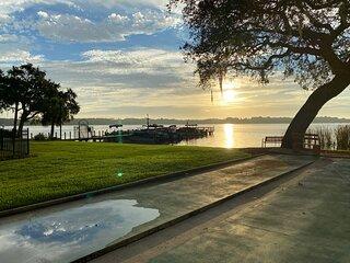 Stylish lakeside townhome, amenities galore