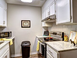 Roswell Peaceful-Fully Renovated! 2BDR King - Max 6 Convenient off GA 400 exit -