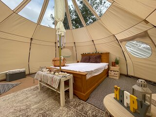 Spacious bell Tent at Herigerbi Park, Lincolnshire