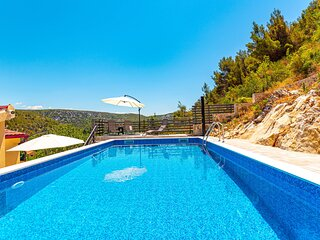 Beautiful home in Skradin with Outdoor swimming pool, WiFi and 3 Bedrooms (CDJ81