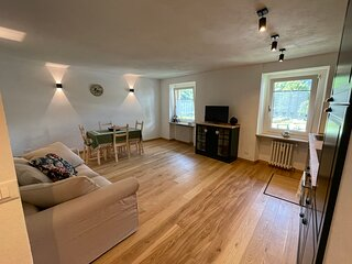 New Newly Renovated Apartment Palleusieux