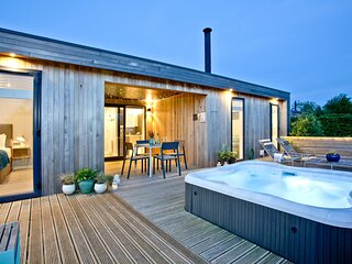 Pamela's Meadow, Strawberryfield Park - A contemporary eco lodge with private ho