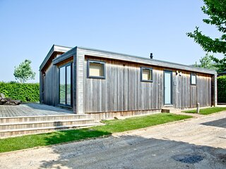 Amber Lodge, Strawberryfield Park - A large one bedroom lodge with private deck