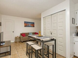 The Coral*3-bedroom with Parking!
