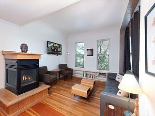 Heart of Downtown, Pet Friendly Condo with Deck - AC