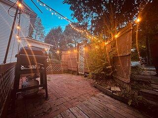 Charming Modern Spacious 3 bedroom House Romantic Getaway near BC Airport Boston