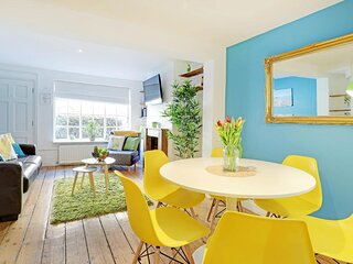 Sunny Cottage | Pretty 2 Bedroom Cottage | Roof Terrace | Near Train Station