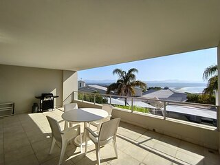 Joan's Central Apartment, ♥ Private Large Patio, ★ Sea Views