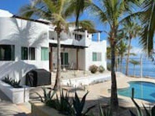 Amazing Villa with 4BR/4BA W/Beach & Pool, holiday rental in El Sargento