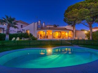 Las Chapas Playa beachfront house with private garden, pool