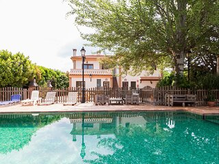 Accommodation with pool, garden and paddle tennis court
