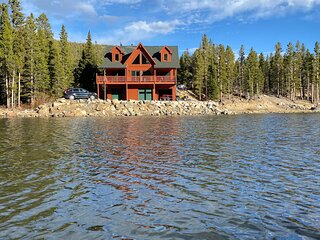 Alpine Lakefront Cabin at St. Mary's Glacier, Amazing lake & mountain views!